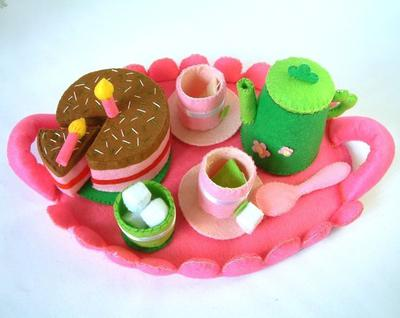 Felt food pattern-Tea time(tray,tea top,cups,chocolate cake)/Patrón Hora del té