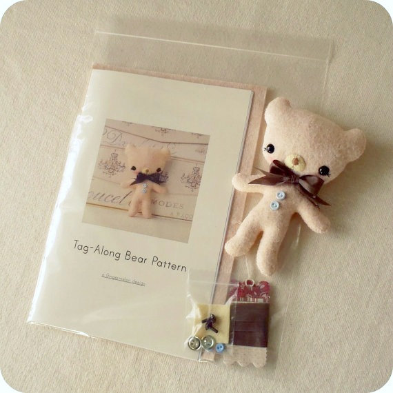 Tag along bear Felt KIt