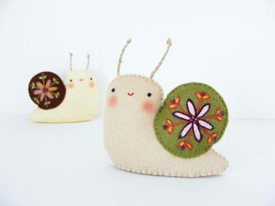 PDF pattern - Felt embroidered snail