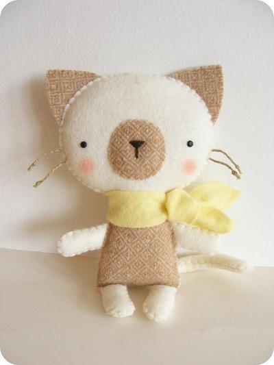 PDF pattern - Felt kitty with scarf. DIY cat softie