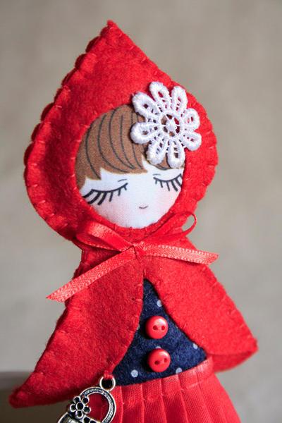 DIY kit para hacer tu propia muñeca de Caperucita de fieltro
