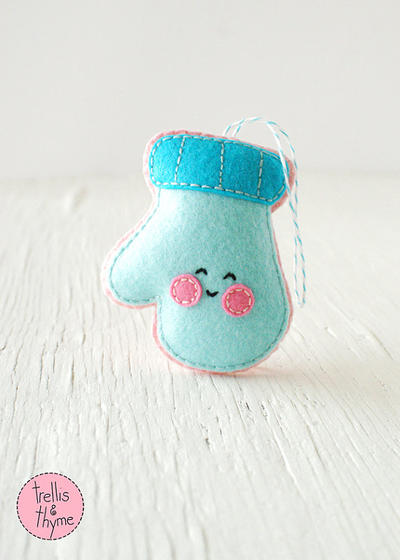 PDF Pattern - Cheery Mitten, Kawaii Christmas Ornament Pattern