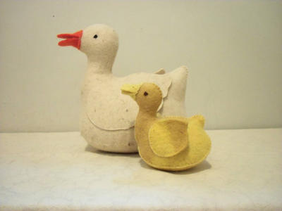 mother duck and duckling